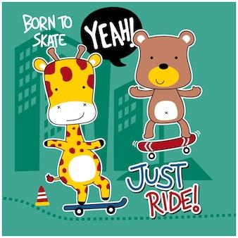 キリンとクマがスケートボードの面白い動物の漫画を再生します