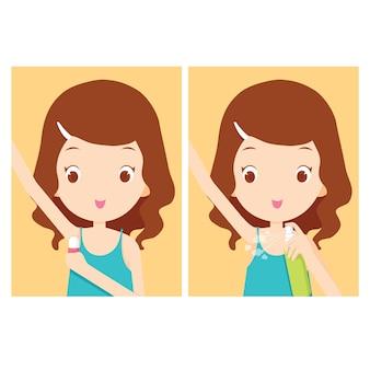Девушка заботится подмышкой с дезодорантом
