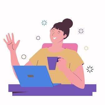女の子のフリーランサーはラップトップで働いて、マグカップから飲みます。オンライン教育と友達とのチャット。