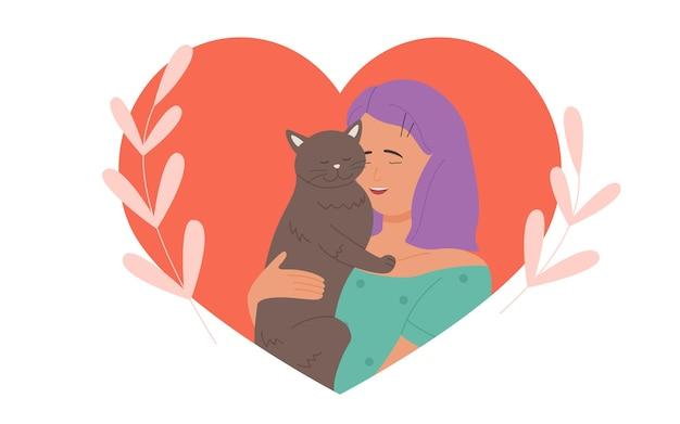 소녀는 사랑으로 귀여운 고양이를 껴안고 젊은 예쁜 여자 애완 동물 소유자가 재미있는 새끼 고양이를 껴안고 있습니다.