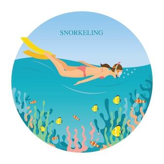 바다에서 수영복 스노클링 소녀