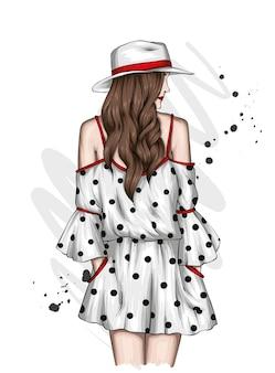 세련된 여름 드레스와 모자 소녀