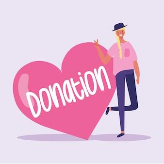 Девушка приглашает сделать пожертвование на благотворительность.