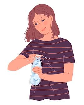 소녀는 더위에서 마실 물 한 병을 엽니 다.