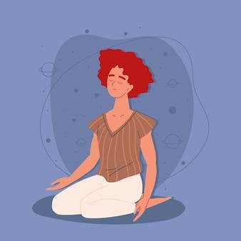 Девушка сидит в позе медитации