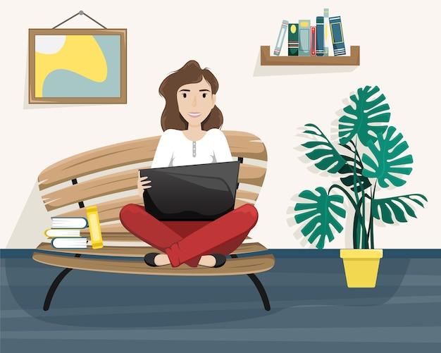 膝の上にラップトップを持って蓮華座のベンチに座っている女の子。フリーランス。リモートワーク。