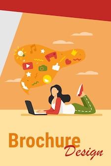 Девушка страдает от интернет-зависимости. женщина, использующая ноутбук, пузырь с социальными медиа подписывает грязную плоскую векторную иллюстрацию. концепция онлайн-коммуникации для баннера, веб-дизайна или целевой веб-страницы