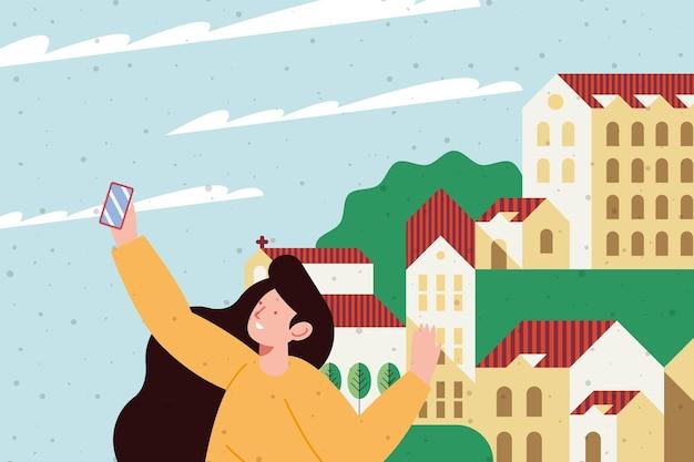 Девушка делает селфи по городу