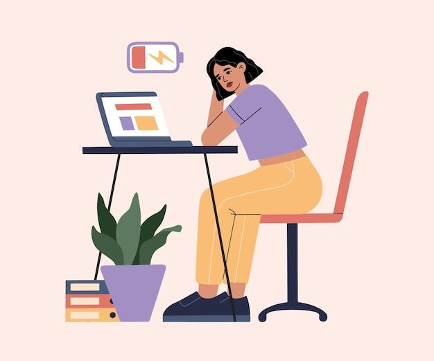 열심히 일하는 것에 지친 소녀, 일 때문에 소진, 사무실에서 여자는 노트북과 함께 테이블 옆에 앉아 미루고 있습니다.