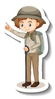 Ragazza che indossa l'adesivo del personaggio dei cartoni animati vestito da safari