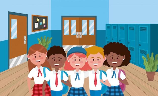 Девочки и мальчики ученики с шкафчиками и блокнотом