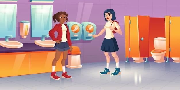 탐폰과 패드 자동 판매 기가있는 공중 화장실에있는 소녀. 학교 화장실, 화장실 그릇, 싱크대 및 거울이있는 화장실의 만화 인테리어. 여성 화장실에서 월경을 가진 젊은 여자