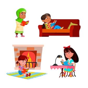Девочки дети читают образовательные книги набор векторных. детские дамы читают интересные книги на диване и за столом, у камина и гуляют. персонажи, наслаждающиеся литературными плоскими карикатурными иллюстрациями