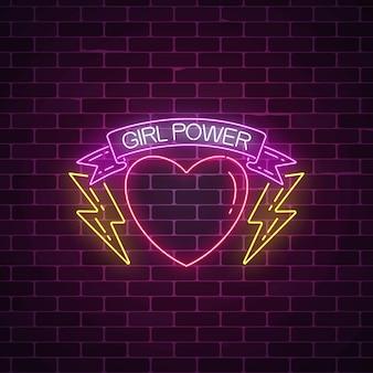 ネオンスタイルの女の子パワーサイン。心のリボンで女性のスローガンの光るシンボル