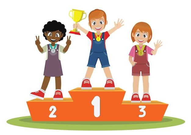메달을 가진 소녀들은 스포츠 우승자 받침대에 서서 트로피를 들고 있습니다.