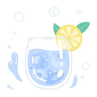 飲料水のグラスとレモンのスライス。