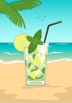 夏の海のビーチでミントとストローとモヒートカクテルのグラス