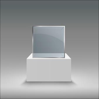 Стеклянная витрина для выставки в форме куба.