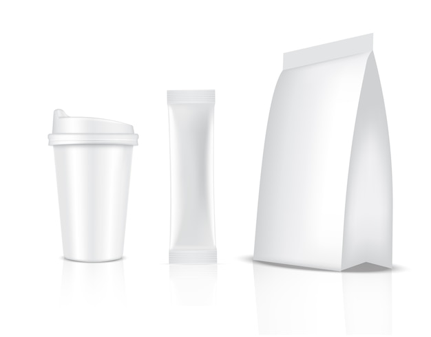 광택 스틱 향 주머니와 컵 흰색 배경에 고립. 음식과 음료 포장 개념.