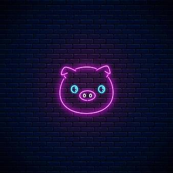 暗いレンガの壁の背景にカワイイスタイルのかわいい豚の輝くネオンサイン。ネオンスタイルの漫画幸せな笑顔の貯金箱。ベクトルイラスト。