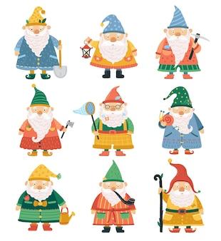 Персонажи гномов. мультяшный садовый карлик, милые бородатые человечки. сезон весна лето садоводство фантазия забавное украшение для лужайки векторные иллюстрации. карлик с бородой, коллекция сказочных персонажей