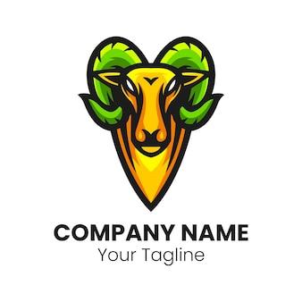 Коза голова талисман логотип спортивный вектор