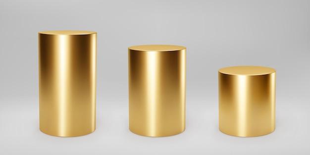 금색 3d 실린더는 회색 배경에 원근감이 있는 전면 보기 및 수준을 설정합니다. 실린더 기둥, 황금 파이프, 박물관 무대, 받침대 또는 제품 연단. 3d 기본 기하학적 모양 벡터입니다.