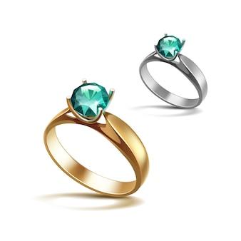 ゴールドとシルバーの婚約指輪とエメラルドの光沢のあるクリアダイヤモンドクローズアップ白で隔離