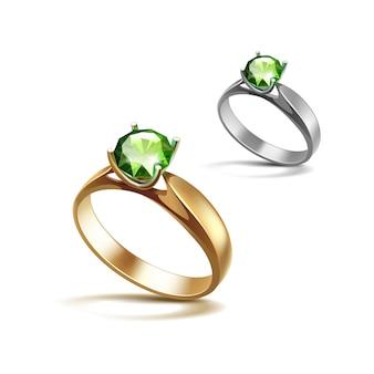 ゴールドとシルバーの婚約指輪と緑の光沢のあるクリアダイヤモンドクローズアップ白で隔離