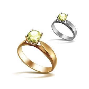 Золотые и серебряные обручальные кольца с салатовым блестящим прозрачным бриллиантом крупным планом на белом