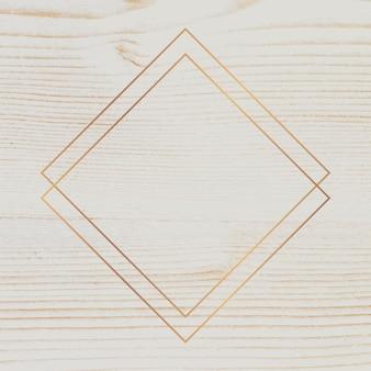 Золотая рамка на бежевом деревянном фоне