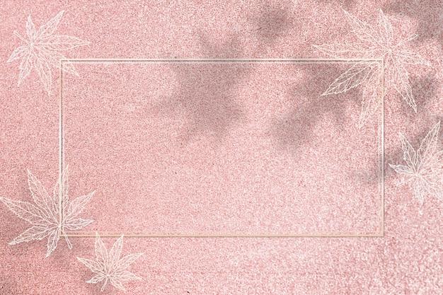 カエデの葉のパターンとゴールドフレーム