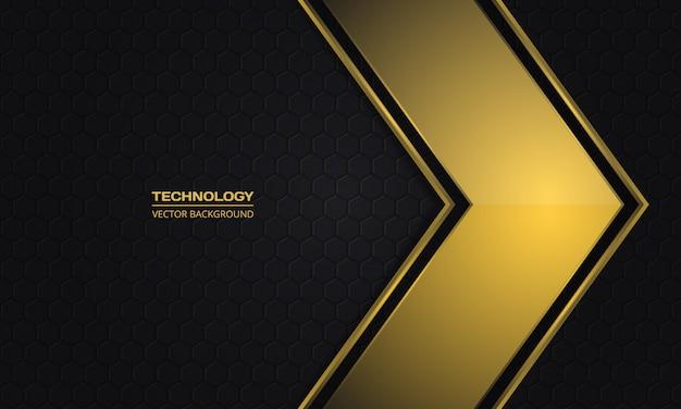 Золотая металлическая стрелка на фоне абстрактных темный гексагональной сетки.