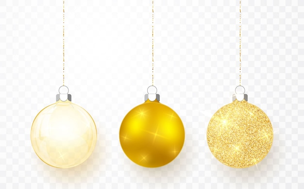 ゴールドの光沢のあるキラキラと透明なクリスマスボール。透明な背景にクリスマスガラス玉。休日の装飾テンプレート。