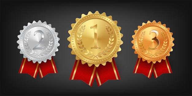 赤いリボンが付いた金、銀、銅メダル