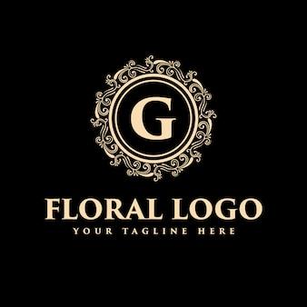 Шаблон логотипа золота винтажный роскошный королевский винтажный вензель флористический может быть использован для курорта, салона красоты, украшения, ресторана бутик-отеля и кафе