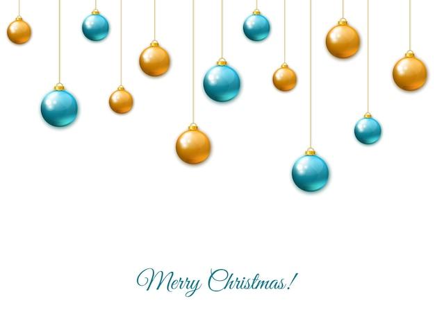Золотые и синие висячие новогодние шары на белом фоне. рождественские реалистичные фенечки. векторные праздничные украшения.