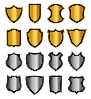황금과 은색 보호 쉴드 세트. 다른 금속 기사의 방패 모양. 그림 흰색 배경에 고립입니다.