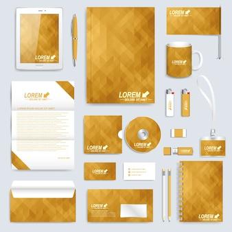 Золотой набор шаблона фирменного стиля. современный бизнес-макет канцелярских товаров. фон с золотыми треугольниками. брендовый дизайн.