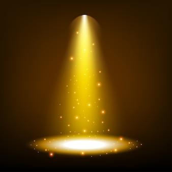 透明な背景に輝くゴールデンスポットライト