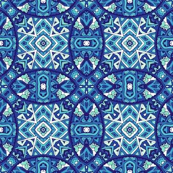 파란색과 흰색 동양 타일 장식품에서 화려한 원활한 장식 패턴