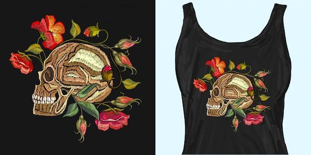 ゴシックロマンチック刺繍人間の頭蓋骨の赤いバラと牡丹