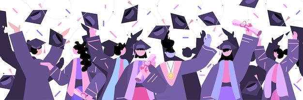 一緒に立っている卒業生は、大学の卒業証書の学位を祝う卒業生大学の証明書の概念の水平方向の肖像画