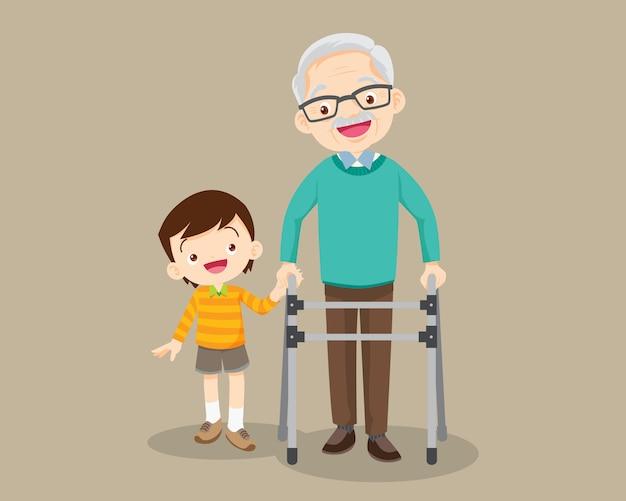 孫は祖父が歩行器に行くのを手伝います