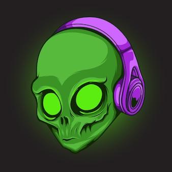 헤드폰 그림을 입고 타오르는 눈을 가진 녹색 외계인 머리