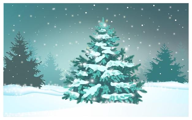 Зеленая ель в зимнем лесу