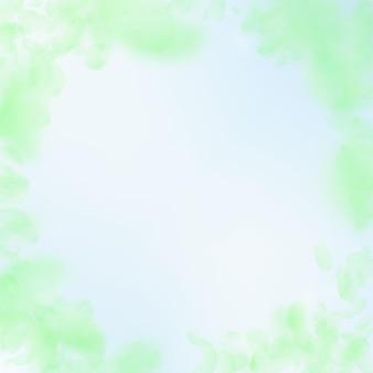 緑の花びらが落ちます。大胆なロマンチックな花のビネット。青い空の正方形の背景に空飛ぶ花びら。愛、恋愛の概念。創造的な結婚式の招待状。