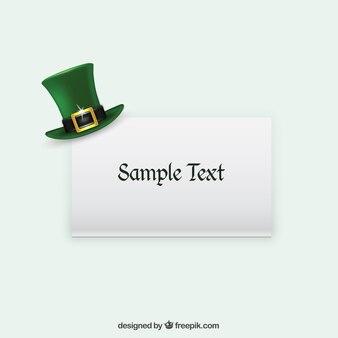Cappello verde su una carta