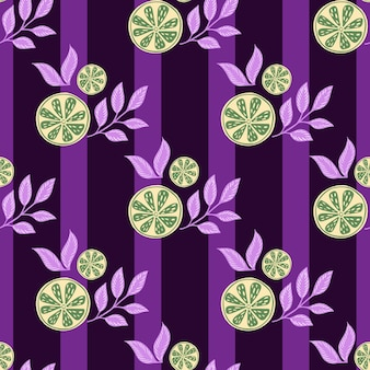 녹색 레몬 조각과 잎 녹색 장식 완벽 한 패턴입니다. 보라색 줄무늬 배경입니다. 유기농 식품 인쇄. 재고 그림입니다. 섬유, 직물, 선물 포장, 월페이퍼에 대한 벡터 디자인.