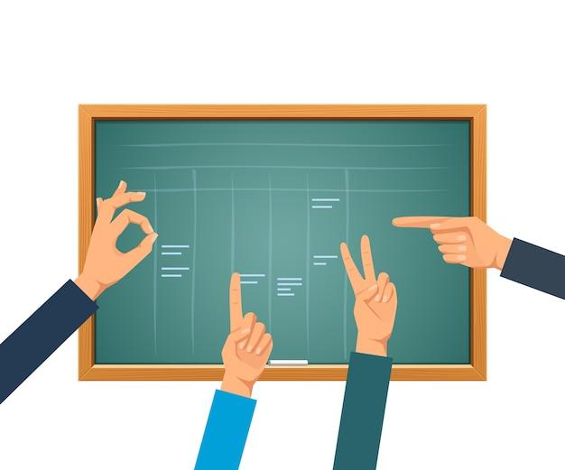 訓練のための緑の学校の黒板、空の緑の黒板の背景に手